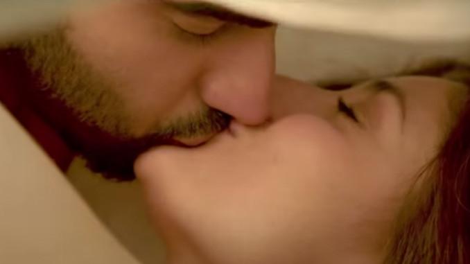 Arjun Kapoor, Kareena Kapoor kiss in Ki And Ka