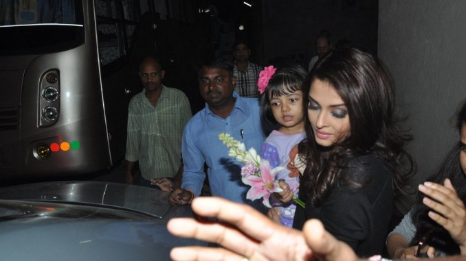 Aaradhya accompanies mom Aishwarya Rai Bachchan on the sets