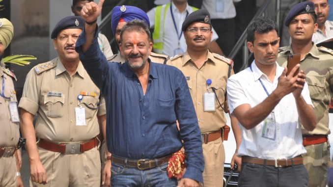 Sanjay Dutt returns a free man