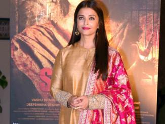 Aiswarya Rai Bachchan at Sarbjit poster launch in Delhi