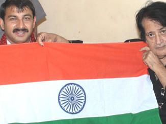 Manoj Kumar (R) with Manoj Tiwari Holding The Tri-Colour