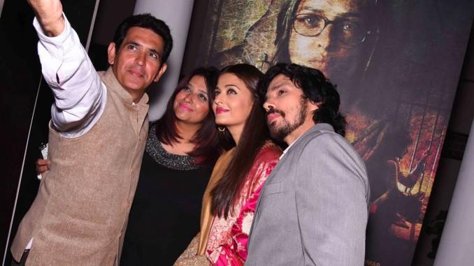 Director Omung Kumar, Richa Chadha, Aishwarya Rai Bachchan, Darshan Kumar at Sarbjit poster launch