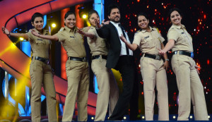 Shah Rukh Khan performing at Umang 2016