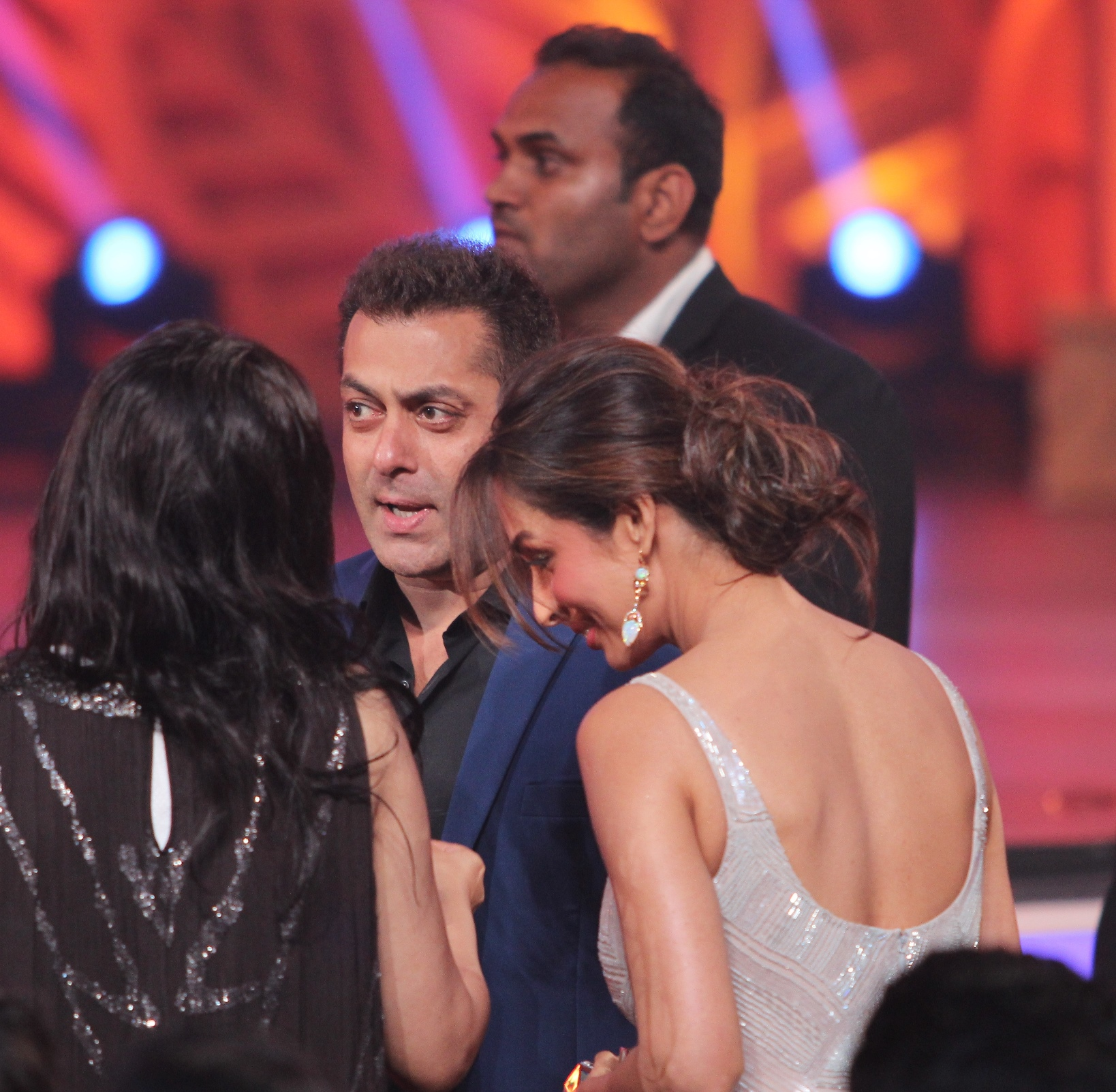 Colors Golden Petal Awards 2016: Salman Khan And Malaika Arora Khan Greet Eachother At
