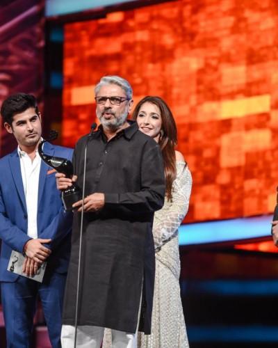 Sanjay Leela Bhansali receiving an award at TOIFA Awards 2016