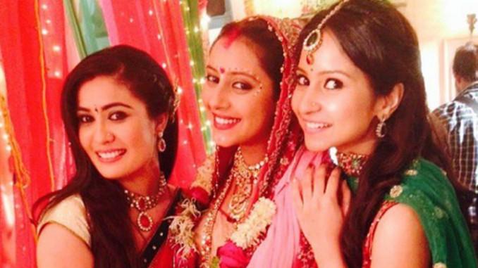 Pratyusha Banerjee as a bride, on the sets of Hum Hain Naa. Image Courtesy: Instagram