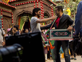 Shah Rukh Khan meets Salman Khan on the sets of Sultan. Image Courtesy: Twitter