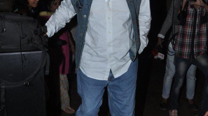 Salim Khan exits theatre after watching Sarbjit