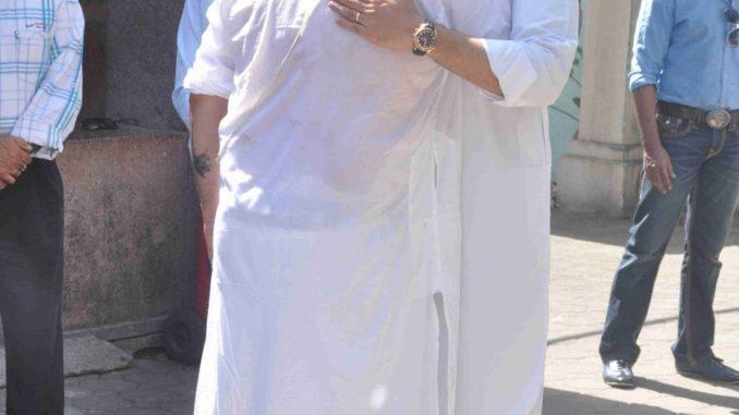 Abhishek Bachchan consoles Vikas Mohan's son