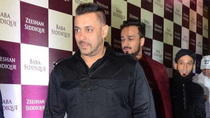 Salman Khan makes an early exit from Baba Siddique's Iftar party