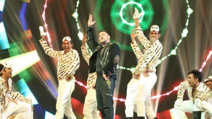 Salman Khan performing at IIFA 2016