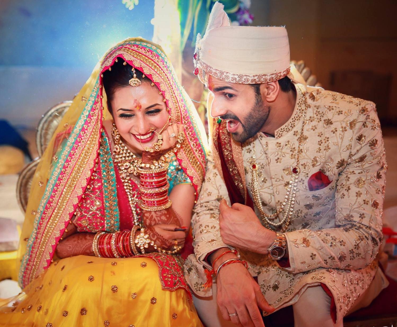 Divyanka Tripathi Vivek Dahiya Enjoy A Candid Moment At Their Wedding