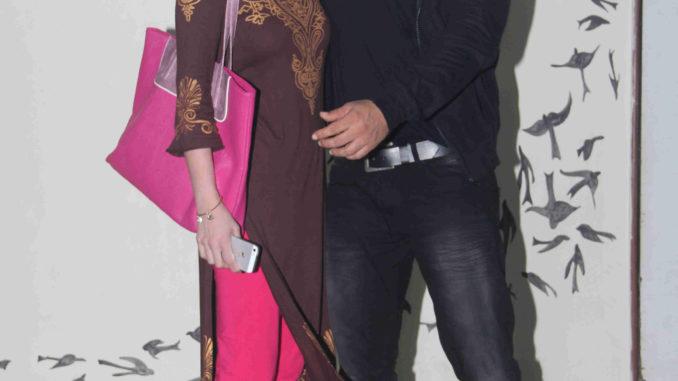 Sneha Ulla greets Salman Khan at Daisy Shah's play 'Begum Jaan'