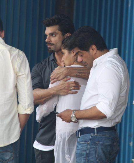 Karan Singh Grover at Krushna Abhishek's father's funeral