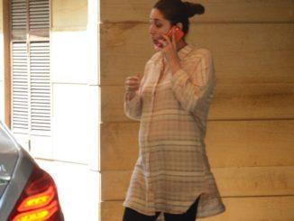 Pregnant Kareena Kapoor Khan visits her mother Babita Kapoor