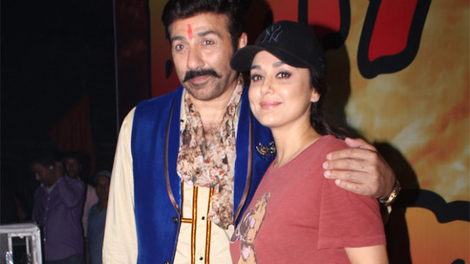 Sunny Deol, Preity Zinta on the sets of Bhaiyyaji Superhitt