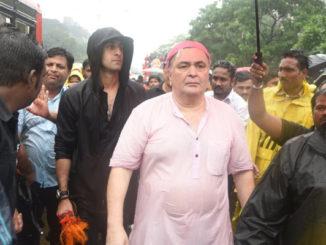 Ranbir Kapoor, Rishi Kapoor during Ganpati Visarjan