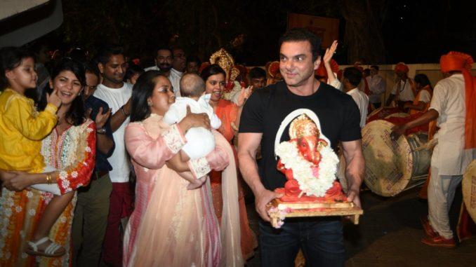 Sohail Khan goes for Ganpati visarjan