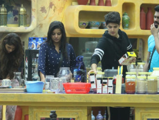 Bigg Boss contestants snapped in the kitchen