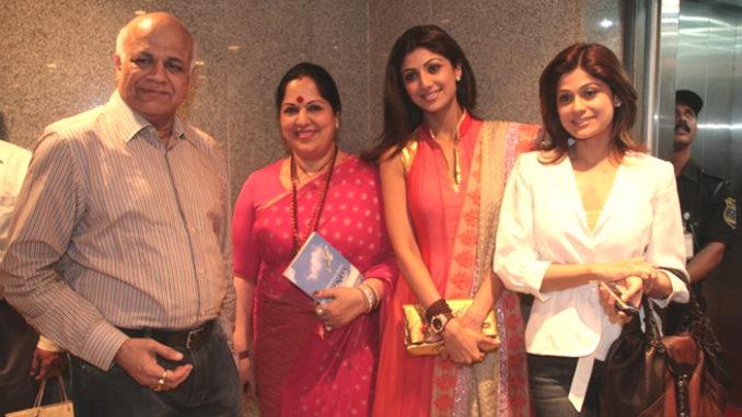 File photo of Surendra Shetty with wife Sunanda Shetty and daughters Shilpa Shetty Kundra, Shamita Shetty