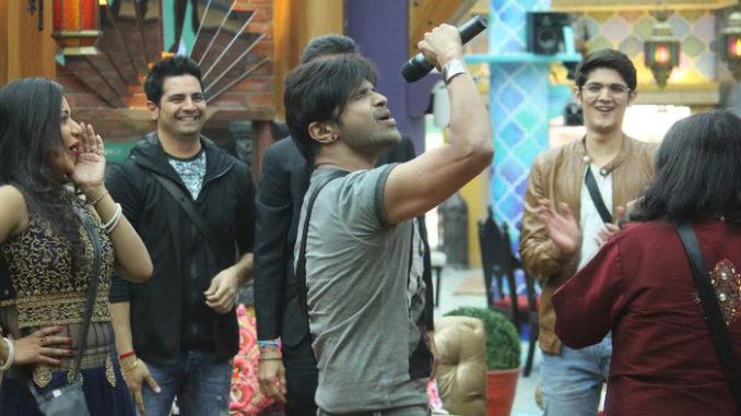 Himesh Reshammiya with Bigg Boss contestants