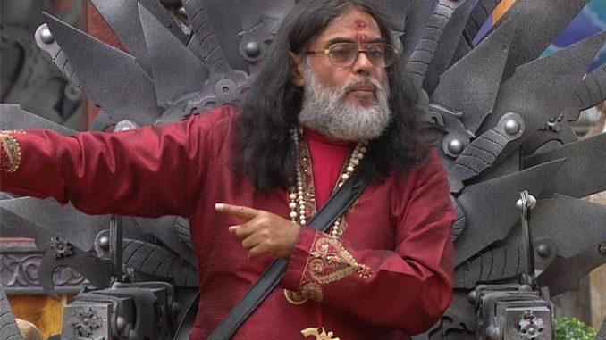 Swamiji sits on the Khalnayak Kursi