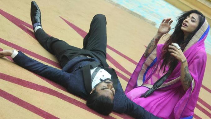 Gaurav, Bani enact a scene from Naagin