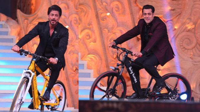 Salman Khan, Shah Rukh Khan make an entry on stage