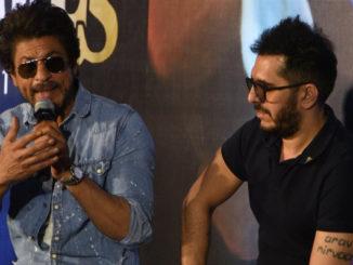 Shah Rukh Khan at Raees trailer launch with Ritesh Sidhwani