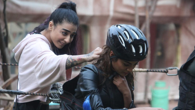 Bani attacks Lopa by pouring water on her