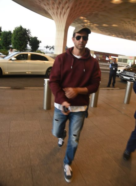 Hrithik Roshan snapped at the airport