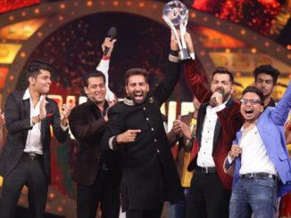 Manveer Gujjar lifts the Bigg Boss 10 trophy