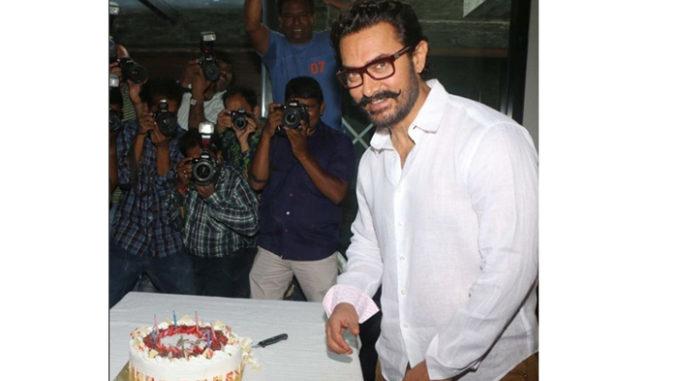 Aamir Khan cuts the cake on his birthday