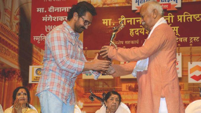 Aamir Khan receives Master Dinanath Mangeshkar Award