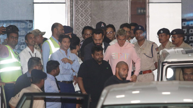 Justin Bieber arrive in Mumbai, escorted by Shera at the airport