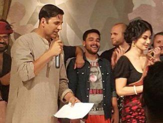 Akshay Kumar, Mouni Roy on the sets of Gold. Image Courtesy: Twitter