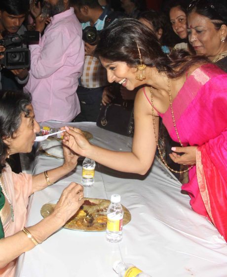 Tanuja with daughter Tanishaa