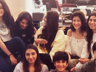 Janhvi Kapoor surrounded by family on her birthday